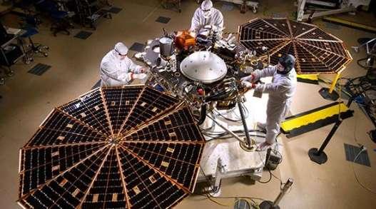 洞察号首探火星内部,将确定火星地壳的厚度和结构资讯生活